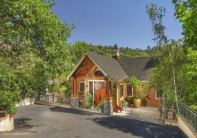 859 Ridge Road,Lake Arrowhead,CA 92352,5 Bedrooms Bedrooms,5.5 BathroomsBathrooms,Lakefront,Ridge Road,1087